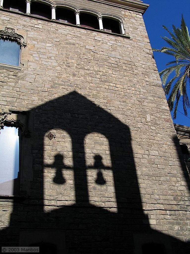 Barcelona Buzón de mármol decorado de L'Ardiaca Barcelona