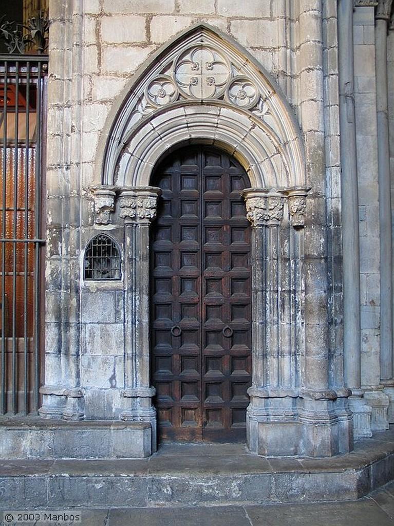 Barcelona Fuente del claustro de la Catedral Barcelona
