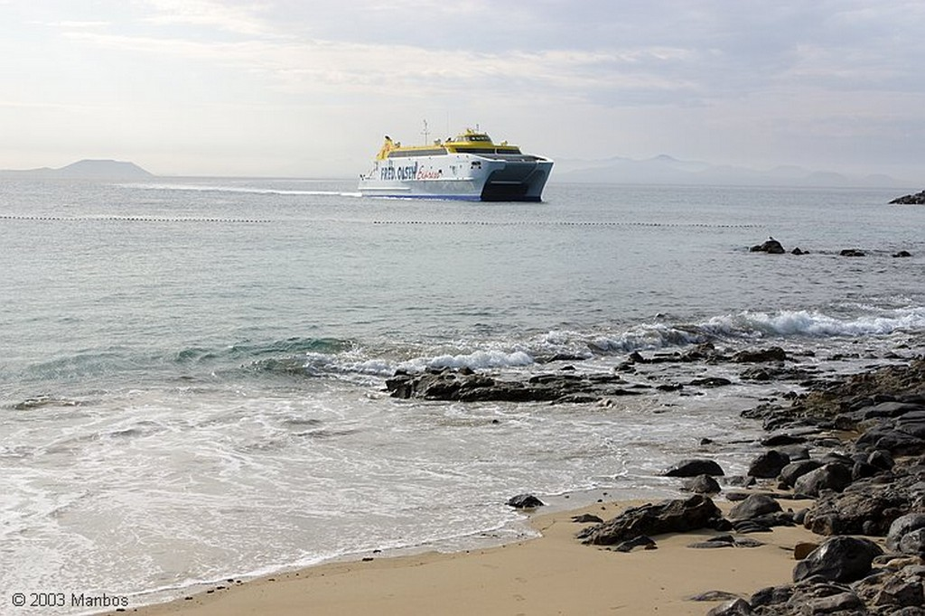 Lanzarote El Ferry en el puerto de Playa Blanca Canarias