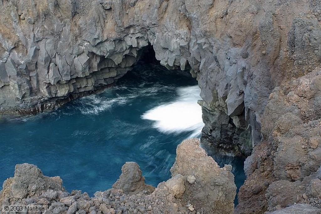 Lanzarote Pescando en Los Hervideros Canarias