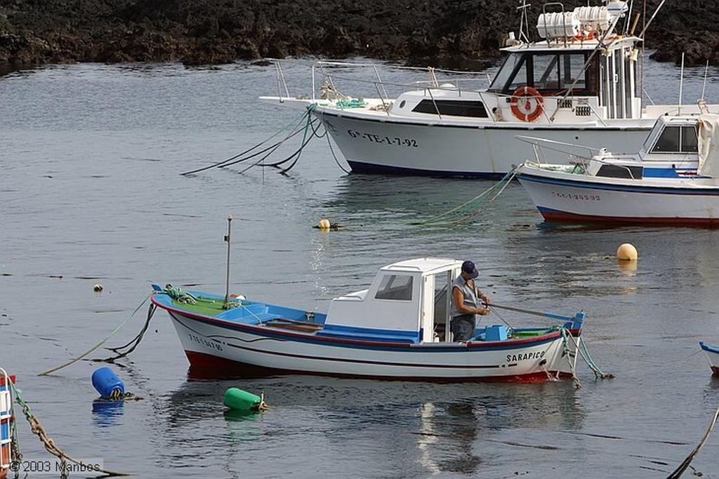 Lanzarote Barcas en el puerto de Orzola Canarias