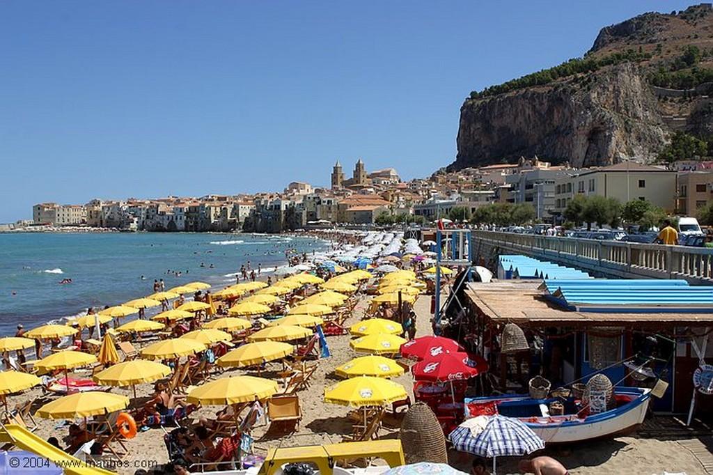 Cefalu Fuente medieval Sicilia