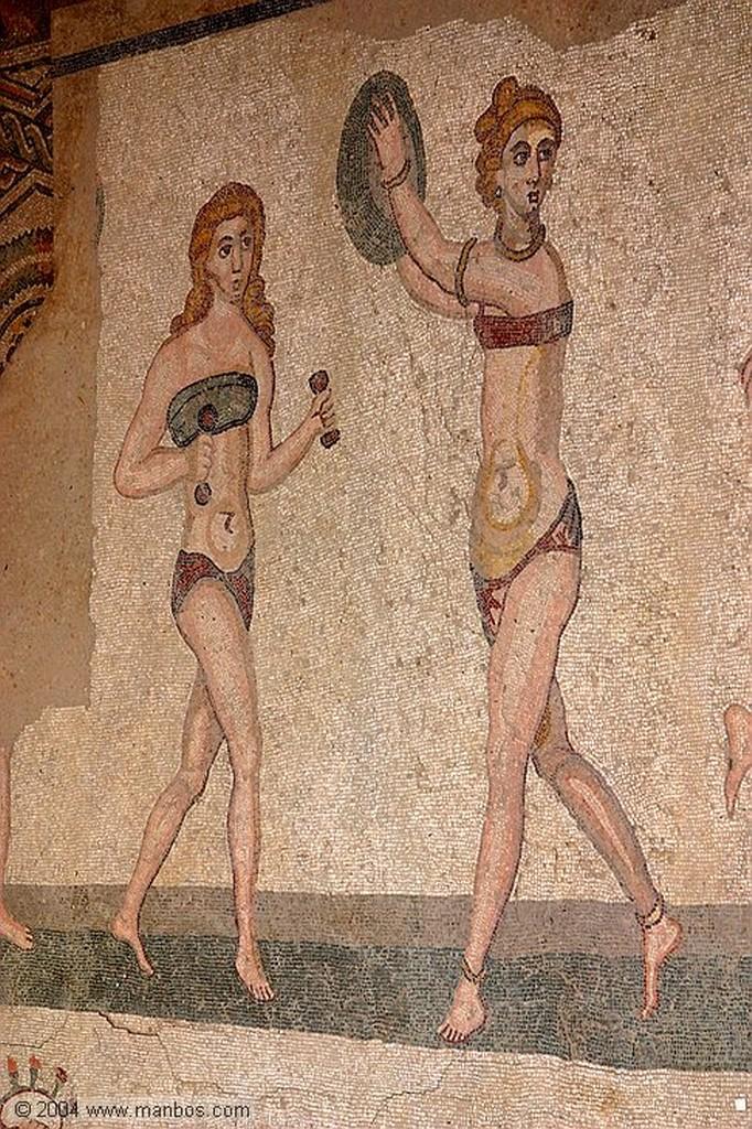 Piazza Armerina Gimnastas en bikini Sicilia