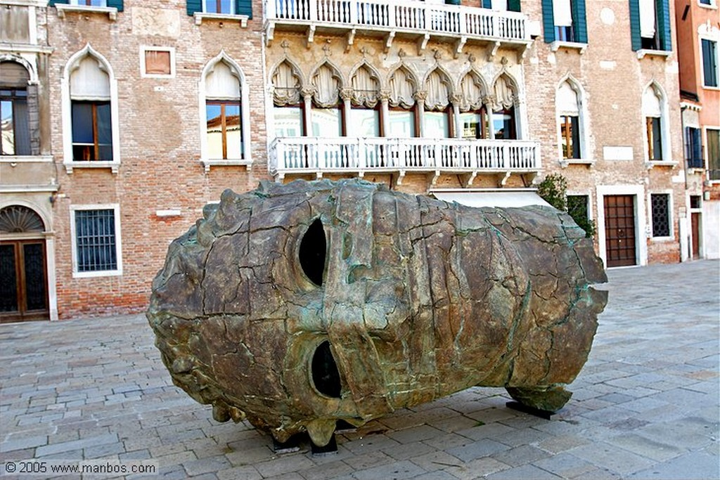 Venecia Igor Mitoraj - Cara ventana Venecia