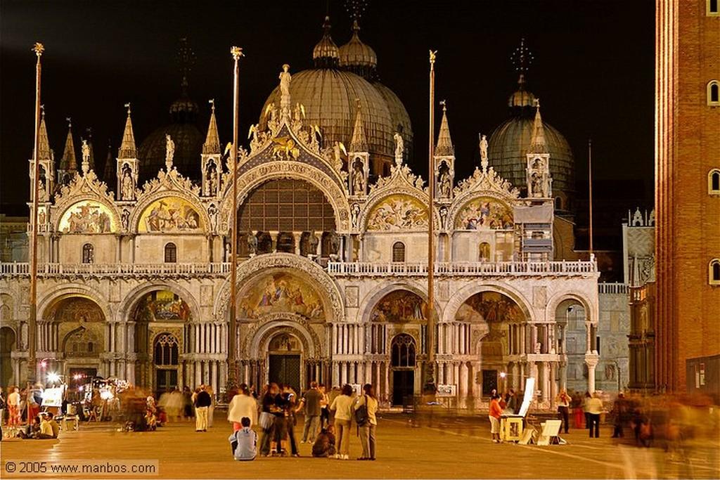 Venecia Kiosko nocturno en la Plaza de San Marcos Venecia