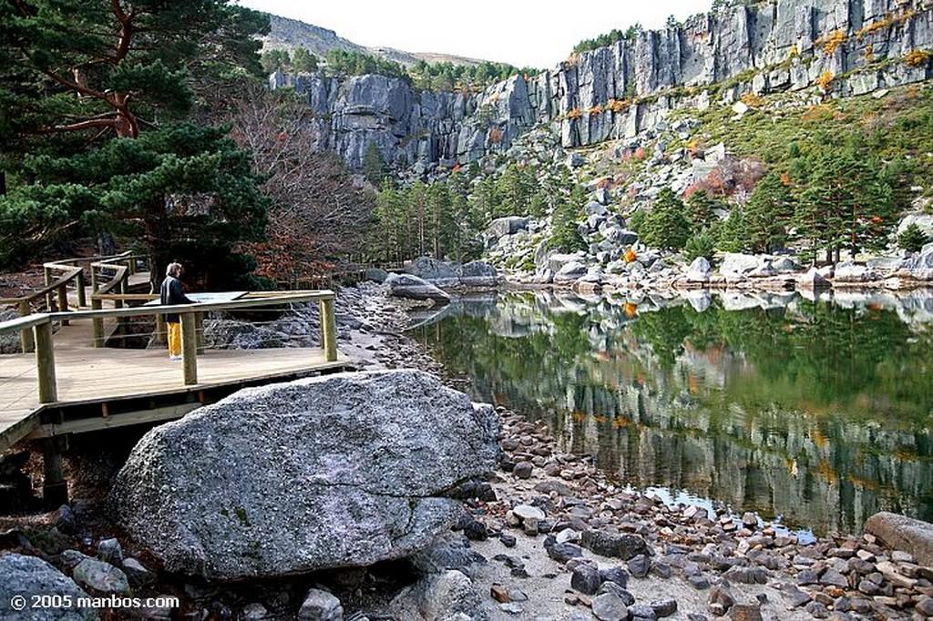La Laguna Negra Reflejo dorado en la laguna Soria