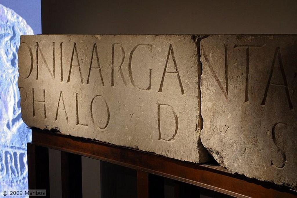 Segóbriga Inscripción dedicada  al IIIviro segobrigense T. S Cuenca