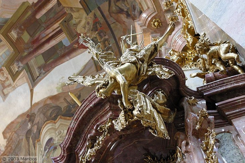 Praga Báculo de San Cirilo matando al diablo Praga