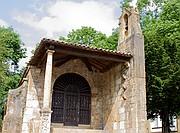Capilla de la Santa Cruz y Dolmen, Cangas de Onís, España
