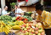Foto de Funchal, Mercado de Labradores, Portugal - Vendedor de fruta