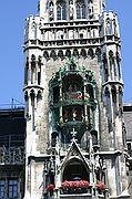 Foto de Munich, Catedral de Munich, Alemania - Reloj de Cuco de la Catedral