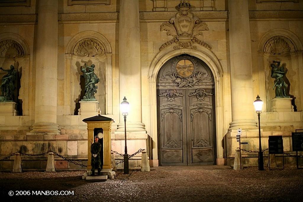 Estocolmo Museo nacional visto desde el palacio Estocolmo