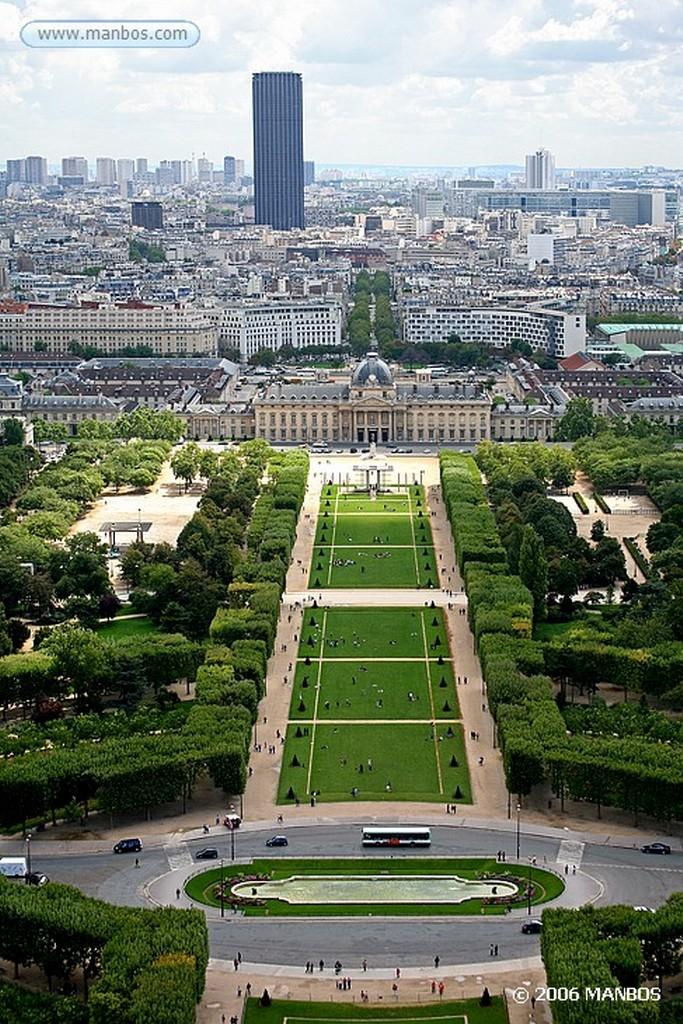 Paris Un pato en los campos de Marte Paris
