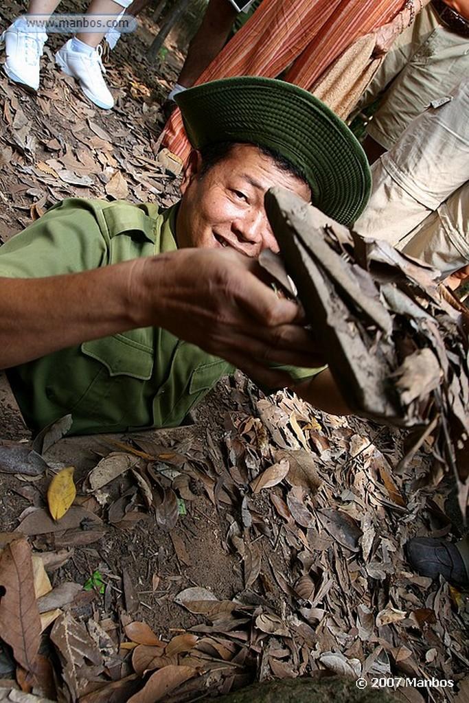 Tuneles de Cu Chi Forma de entrar por el agujero Saigon