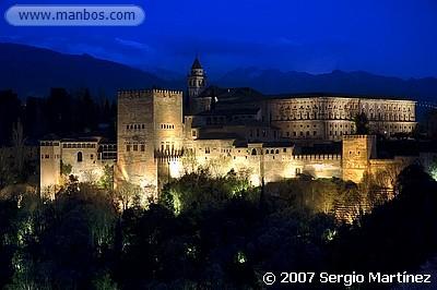 La Alhambra al anochecer