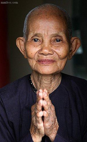 Vietnam - Monja en la Montaña de marmol