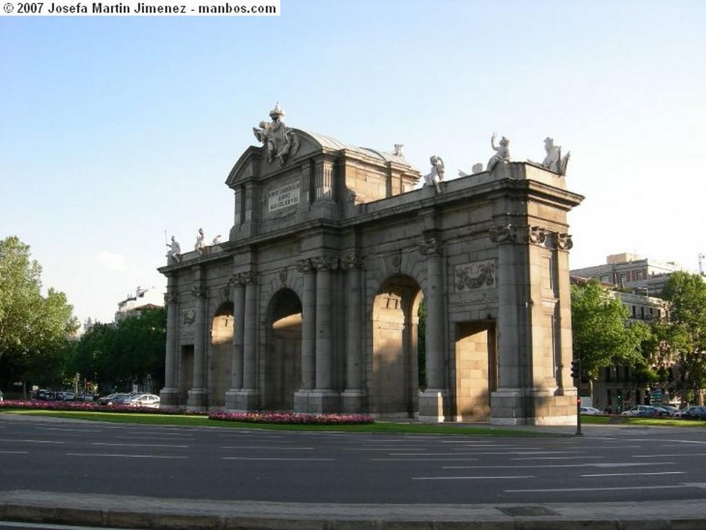 Tembleque Puerta plaza de Tembleque Toledo