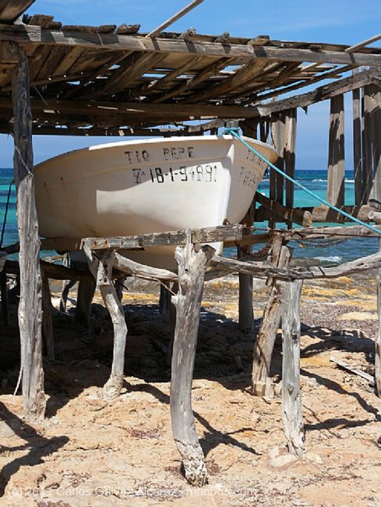 Formentera Sistema de arrastre de barcas. Islas Baleares