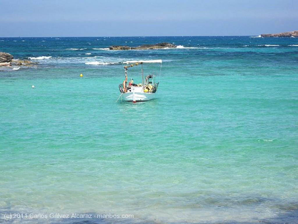 Formentera Pescando en la playa. Islas Baleares