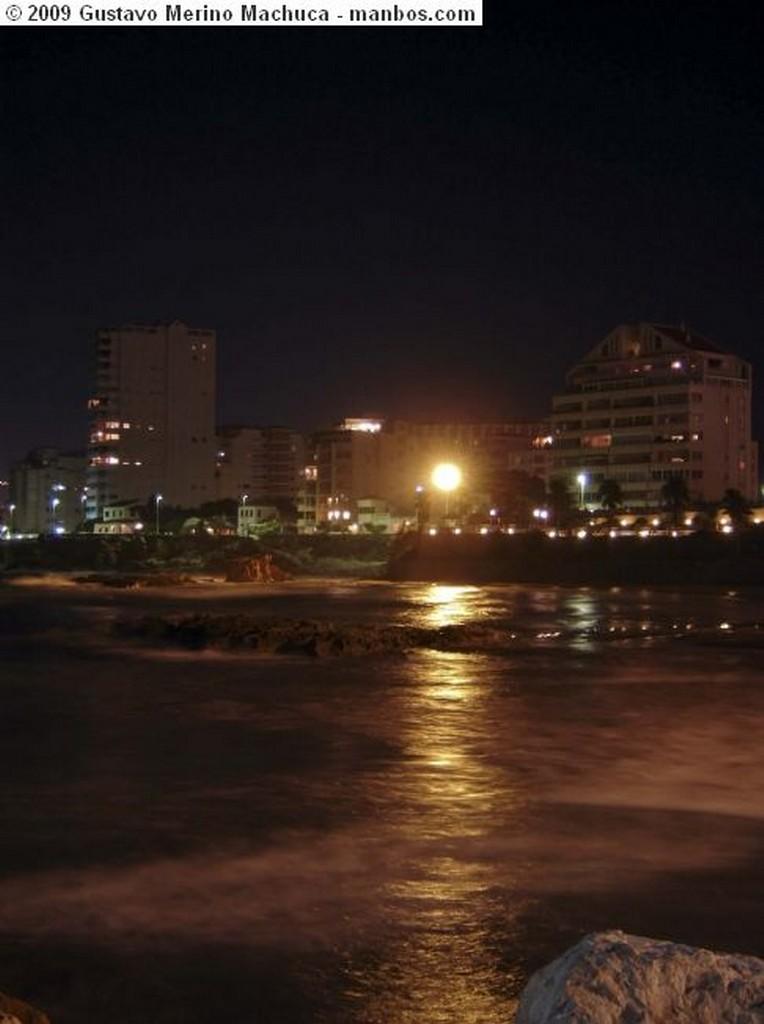 Foto de Calpe, Puerto de Calpe, Alicante, España - Luz en la noche