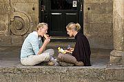Camara Nikon D50 Turistas comiendo Carlos Ramos Calvo SANTIAGO DE COMPOSTELA Foto: 16023