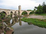 Puente romanico, Besalu, España