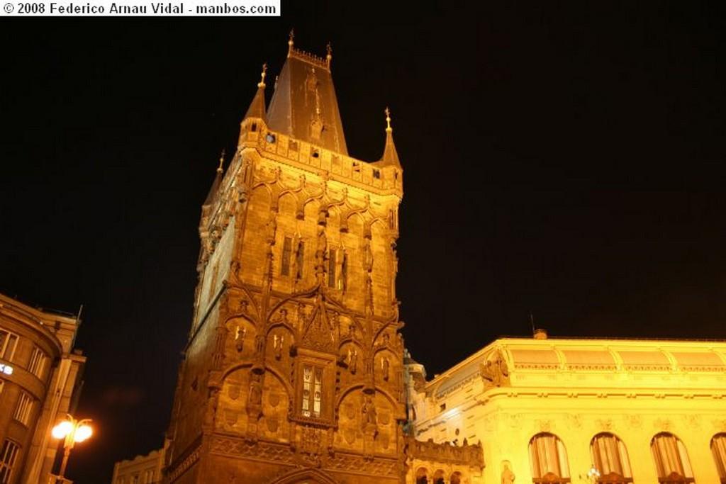 Praga entrando a la plaza Praga