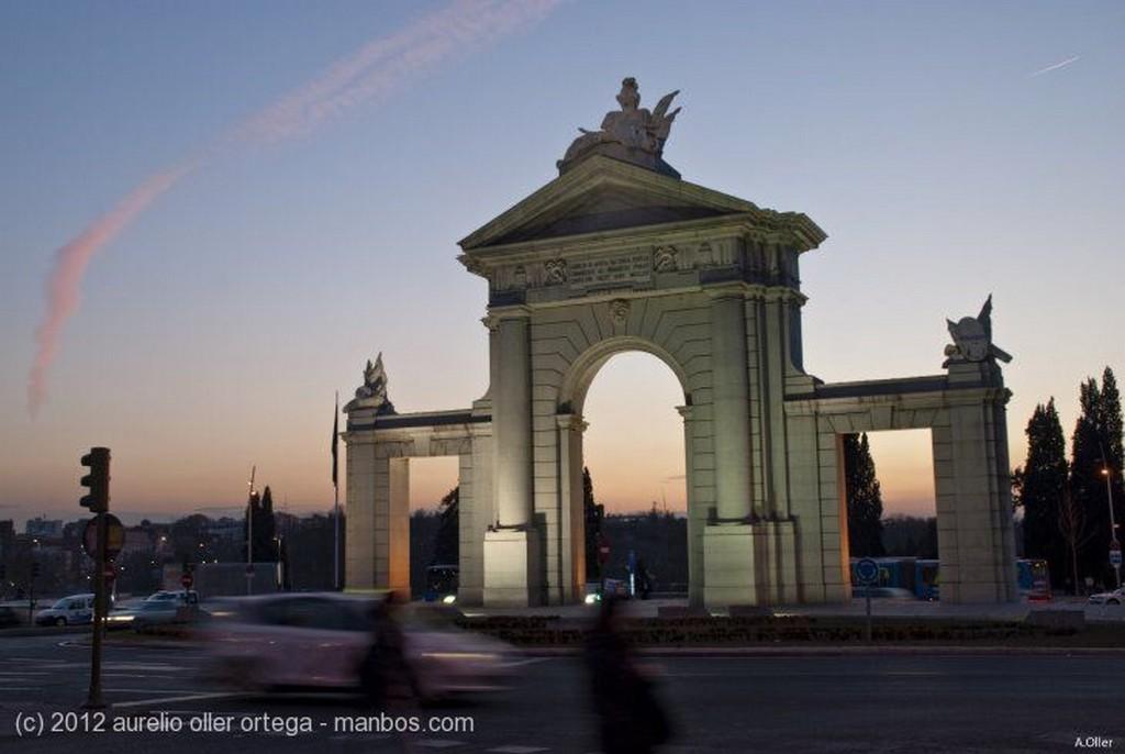 Madrid Cupula y cornisamento del Circulo de Bellas Artes Madrid