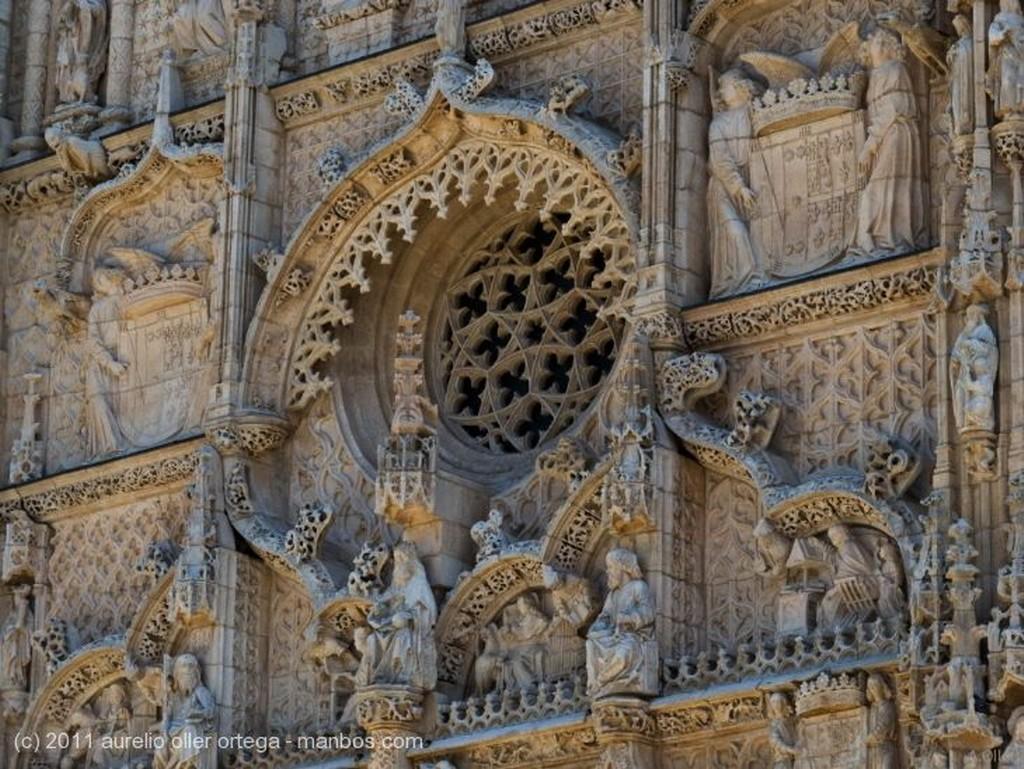 Cuelgamuros Vista posterior de La Cruz de los Caidos Madrid