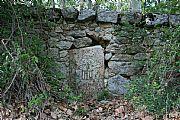 Camara Canon 400D Piedra de cierre de la cerca de la C del Principe aurelio oller ortega EL ESCORIAL Foto: 27530