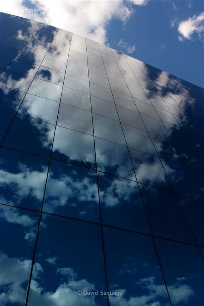 Leon Detalle edificio con cristales  Leon Leon
