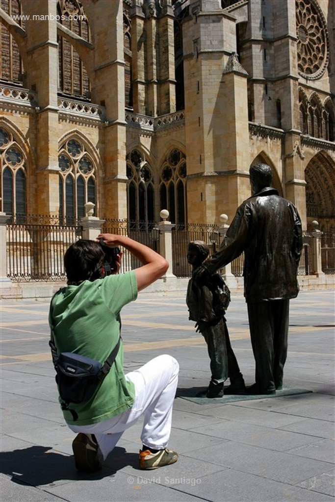 Leon Escultura en la Plaza de San Marcos  Leon Leon