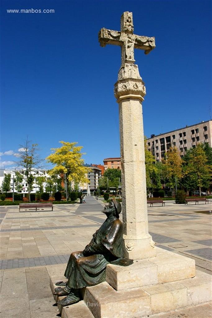 Leon Escultura en la Plaza de Santo Domingo  Leon Leon