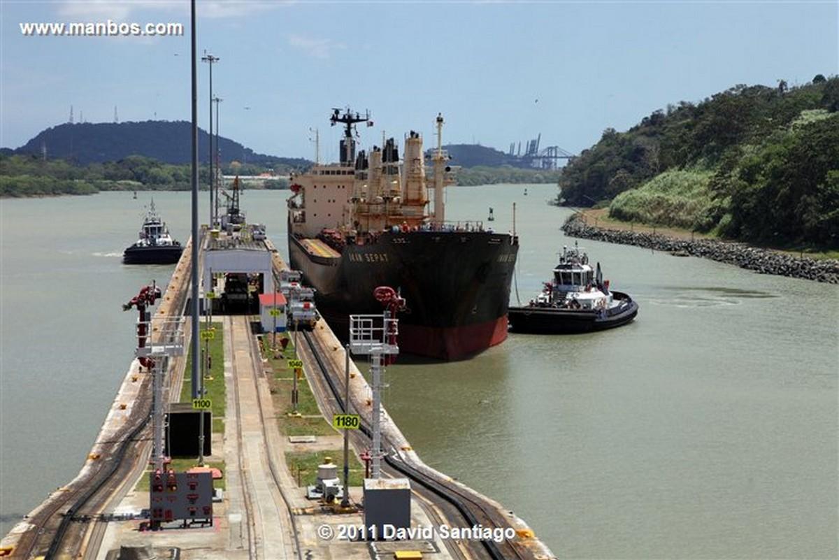 Panama Miraflores Locks Boat Going Through The Miraflores Locks Pacific Ocean Panama