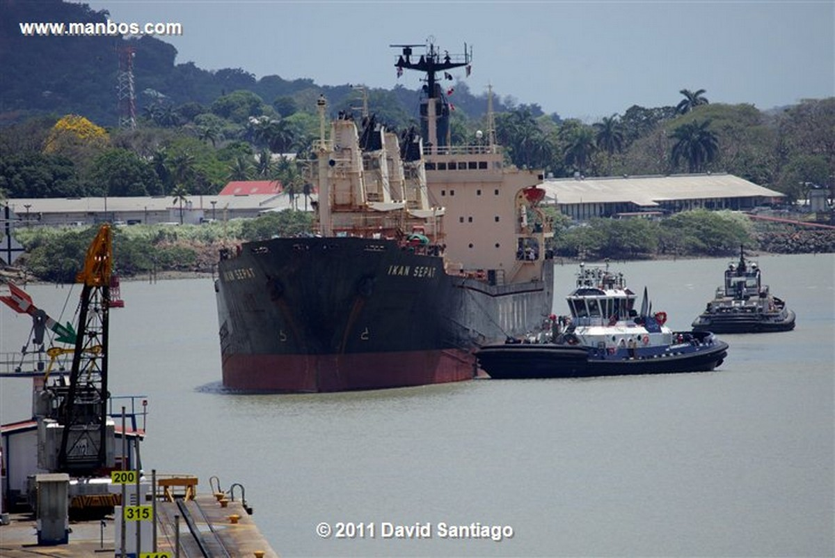 Panama Miraflores Locks Boat Going Through The Miraflores Locks Pacific Ocean Panama