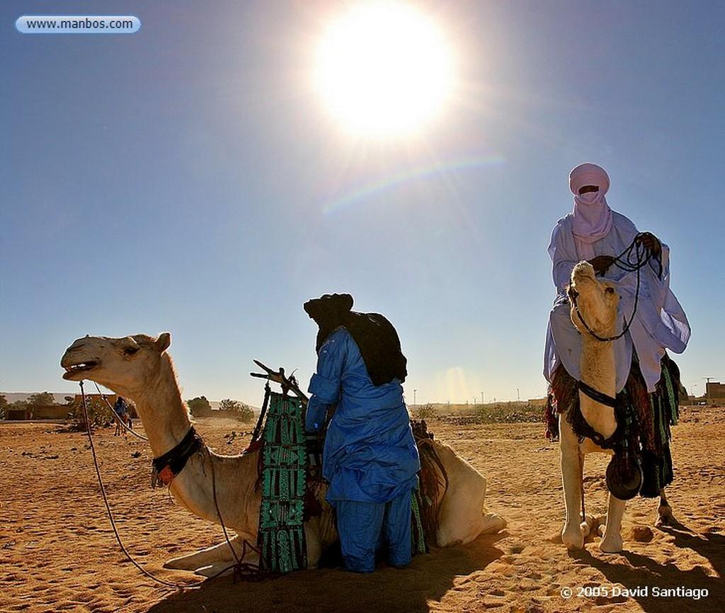 Parque Nacional del Ahaggar Tuareg en La Fiesta de Fin de Año en La Ermita del Padre Foucauld Parque Nacional del Ahaggar - Argelia Argelia