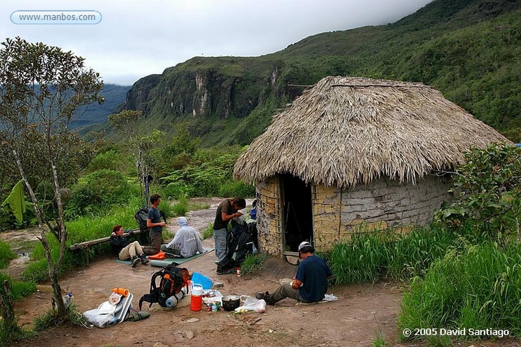 Parque Nacional Canaima Campamento Tek en la base del Roraima Bolivar