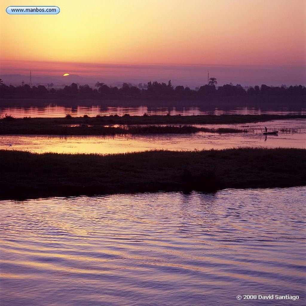 Rio Nilo Atardecer en el rio Nilo Rio Nilo