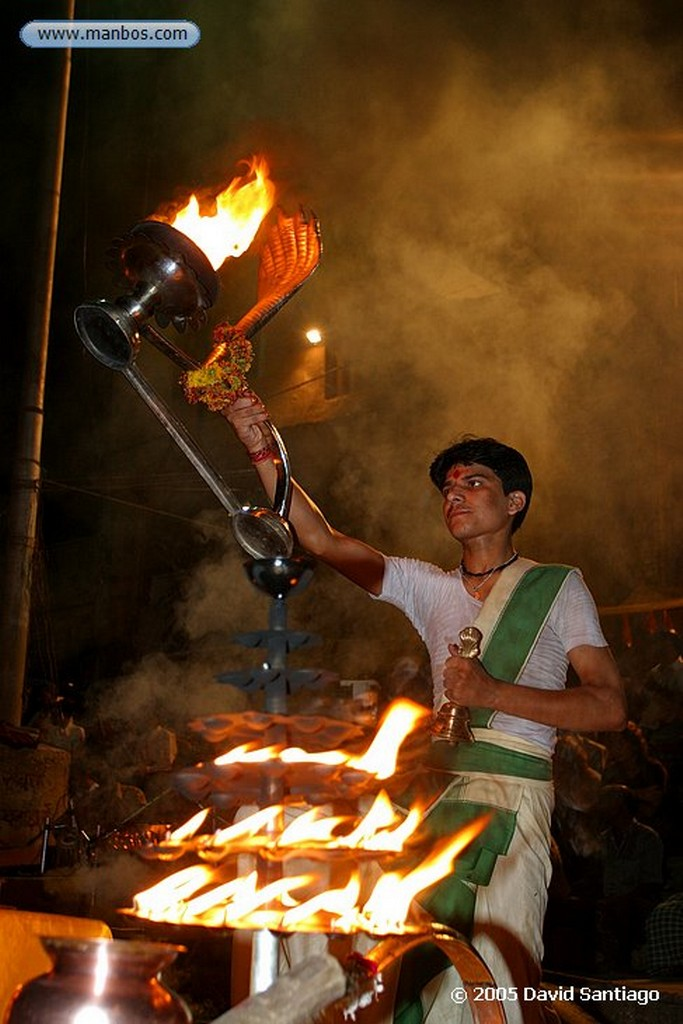Varanasi Ceremonia en el Rio Ganges en Varanasi Varanasi