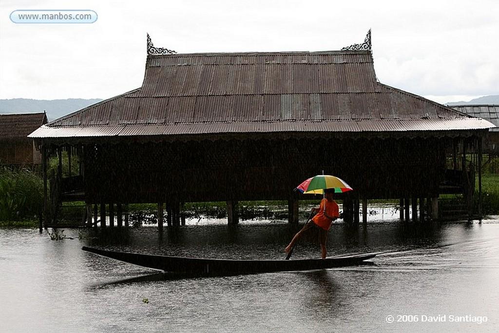 Lago Inle Nga Hpe Chaung en el Lago Inlhe Myanmar Lago Inle