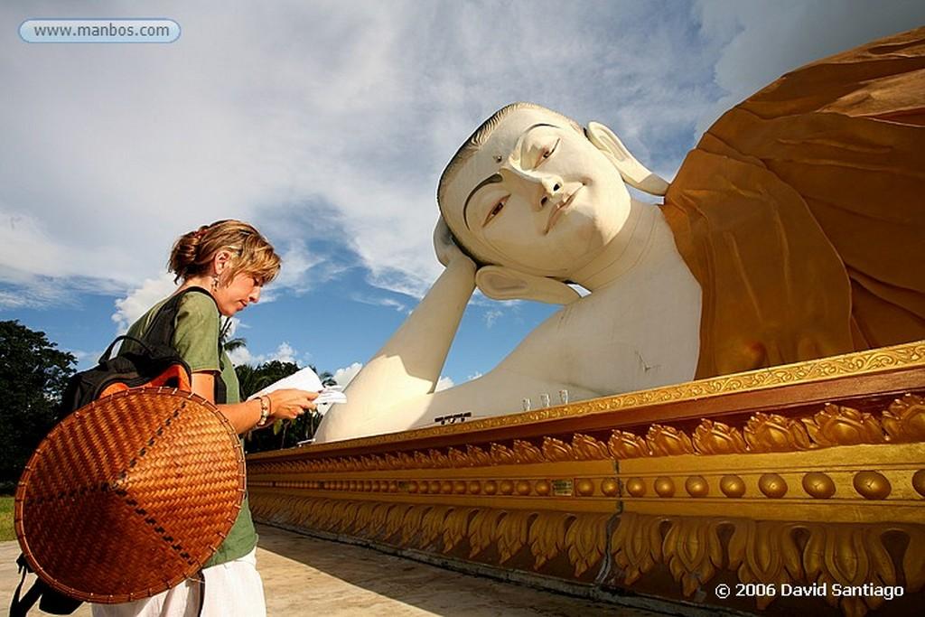 Bago Buda Junto Al Buda de Shwethalyaung en Bago Myanmar Bago