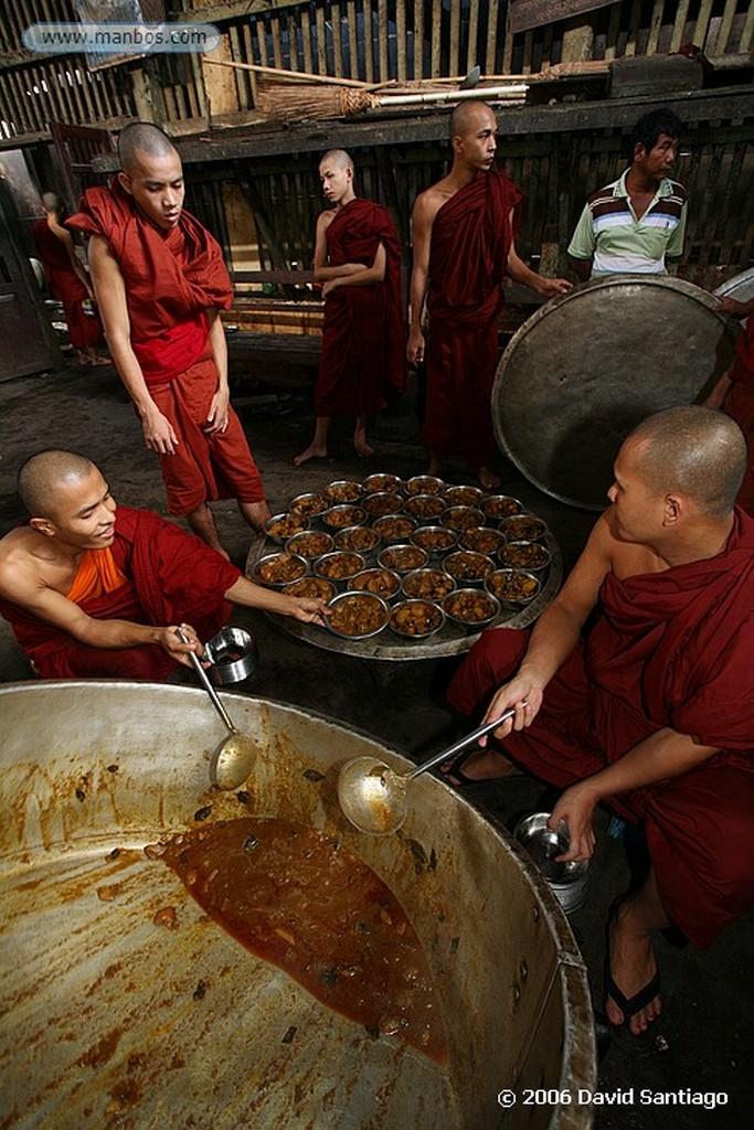 Bago Monasterio de Kha Khat Wain Kyaung en Bago Myanmar Bago