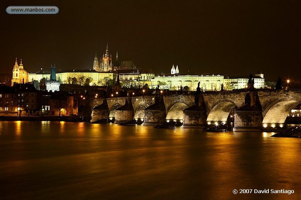 Praga Calvario en el Puente Carlos Praga