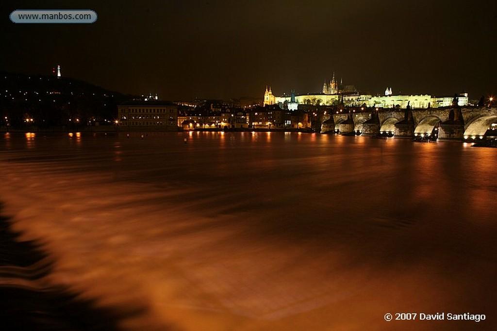 Praga Castillo desde el rio Moldava Praga