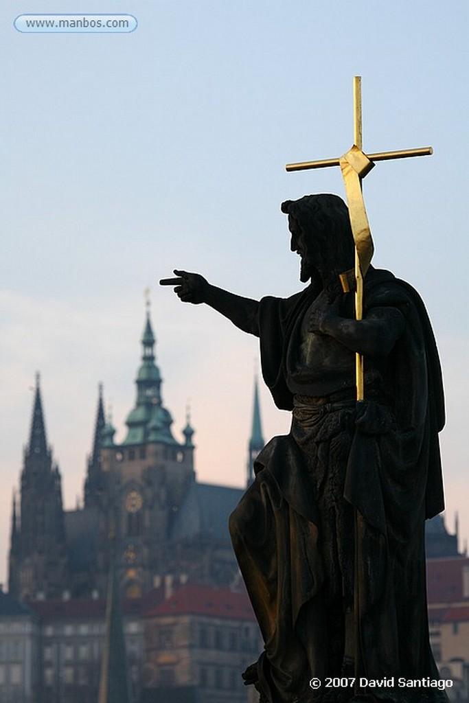 Praga San Francisco Javier en el Puente Carlos Praga