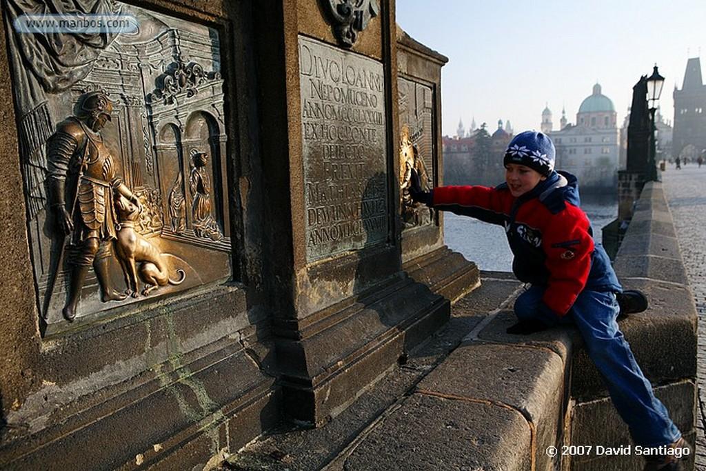 Praga San Juan Bautista en el Puente Carlos Praga