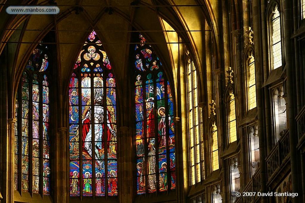 Praga Vidrieras en la Catedral de San Vito Praga