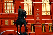 Photo of Moscow, Russia - Jinete sobre rojo