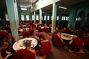 Monasterio de Kha Khat Wain Kyaung, Bago, Myanmar