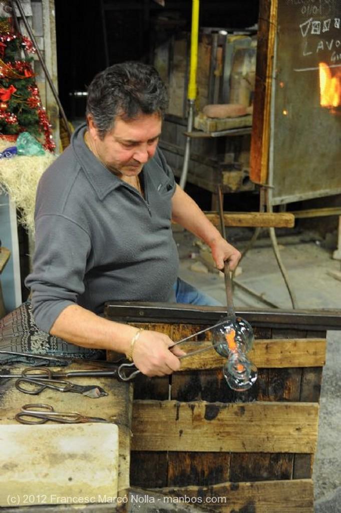 Murano Maestro Trabajando el Vidrio Venecia